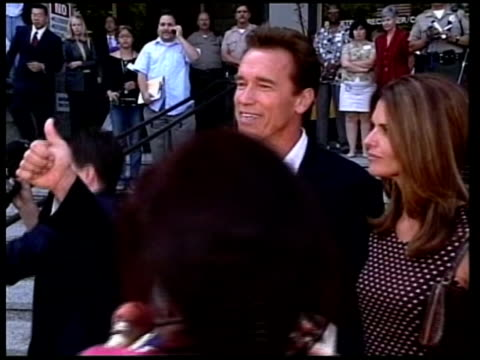 vidéos et rushes de schwarzenegger and wife along past press after registering - arnold schwarzenegger
