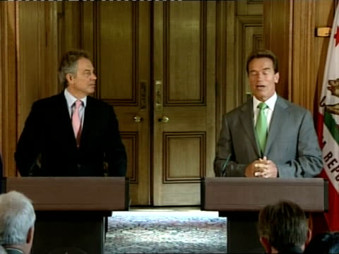 stockvideo's en b-roll-footage met schwarzenegger arrival at number 10 / blair and schwarzenegger press conference / photocall / press conference cutaways arnold schwarzenegger press... - number 9