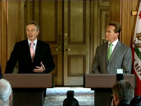Schwarzenegger arrival at number 10 / Blair and Schwarzenegger press conference / Photocall / Press conference cutaways INT **some flash photography...