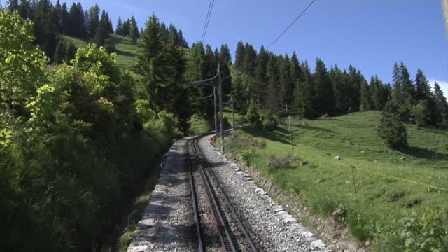 vídeos de stock, filmes e b-roll de schynige platte - schynige platte railway - ponto de vista de trem