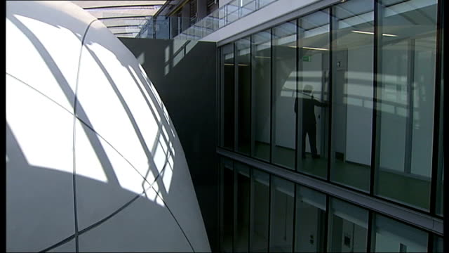 new darwin centre opens at natural history museum; england: london: natural history museum: int various general views of new 'the cocoon' building in... - チャールズ・ダーウィン点の映像素材/bロール