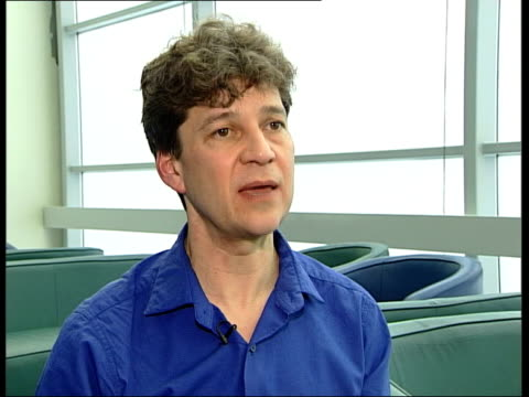 scientist claims to have implanted cloned embyro in woman; itn england: london: professor robin lovell-badge interviewed sot - using the cloned... - scienziata video stock e b–roll