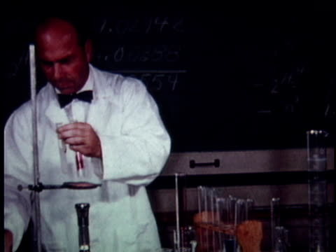 ms scientist conducting laboratory experiment in classroom / los angeles, california, usa - laborkittel stock-videos und b-roll-filmmaterial