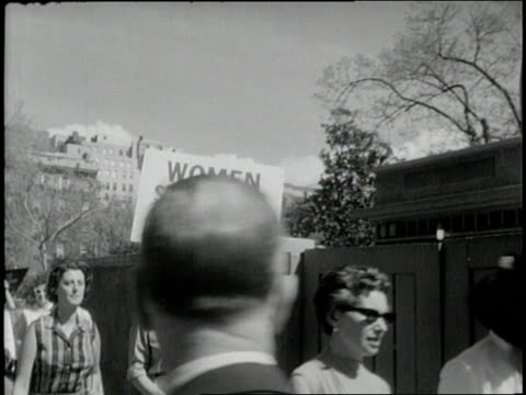 scientist linus pauling participates in an antinuclear demonstration in washington dc - nuklearbombe stock-videos und b-roll-filmmaterial
