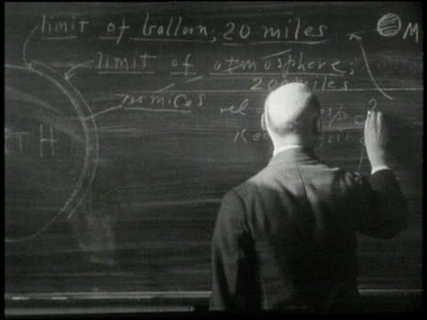 vídeos de stock, filmes e b-roll de scientist robert goddard writes an equation on a chalkboard - física