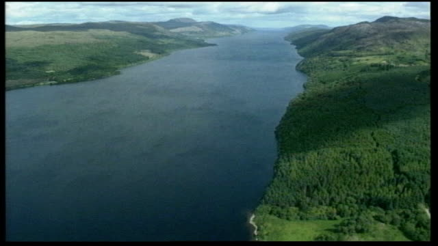 vídeos de stock, filmes e b-roll de scientists find pliosaurus dinosaur fossil air view of loch ness - loch
