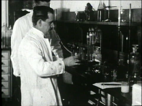 vídeos de stock, filmes e b-roll de scientists in lab - 1920