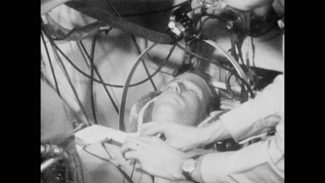 vidéos et rushes de nasa scientists use technology and simulation equipment to test the potential astronaut's ability to manage under pressure - centrifugeuse équipement de laboratoire