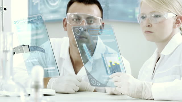 vídeos de stock, filmes e b-roll de cientistas que trabalham em um laboratório de produtos químicos. - bolha de replicação