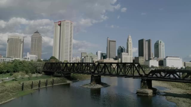 scioto river into downtown columbus ohio - rusty stock videos & royalty-free footage