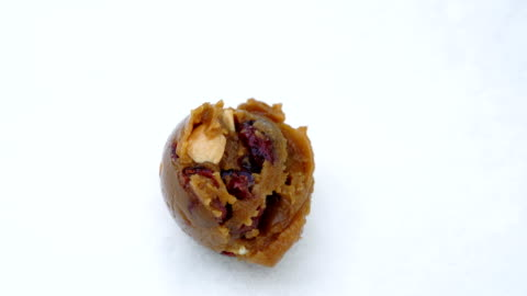 stockvideo's en b-roll-footage met homemade cookie-deeg scooping close-up. - ijslepel