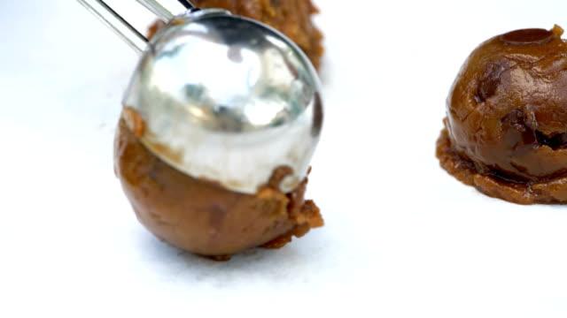 vídeos de stock e filmes b-roll de scooping homemade cookie dough close up. - fruto seco