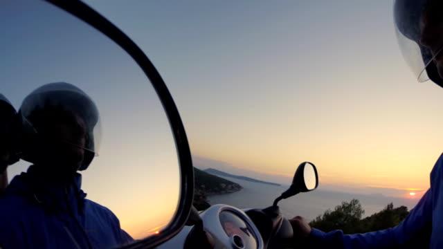POV Rollstuhl Fahrer in den Spiegel