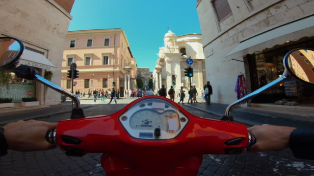 vidéos et rushes de scooter riding in rome: entrance of vatican city state - scooter