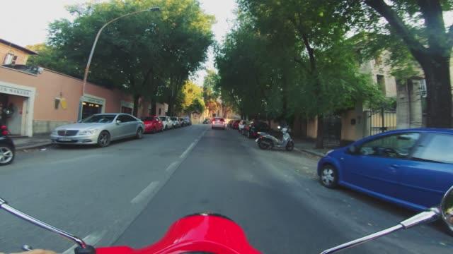 POV-Roller: Auf dem Motorrad im Zentrum von Rom