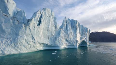 vídeos de stock e filmes b-roll de scoresby sound landscape - ártico