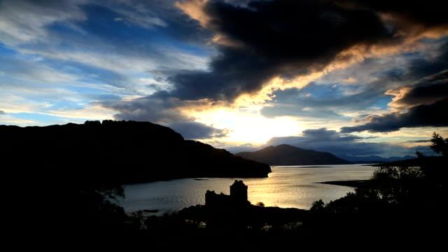 scotland eilean donan castle loch duich highlands sunset coast - see loch duich stock-videos und b-roll-filmmaterial
