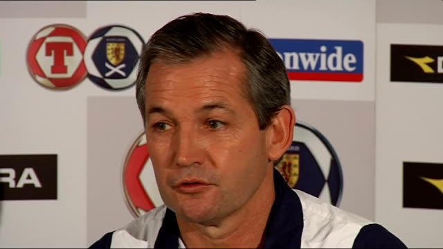 vidéos et rushes de george burley press conference; scotland: int george burley press conference sot - names players he will be taking to macedonia / eight games to try... - chiffre 8