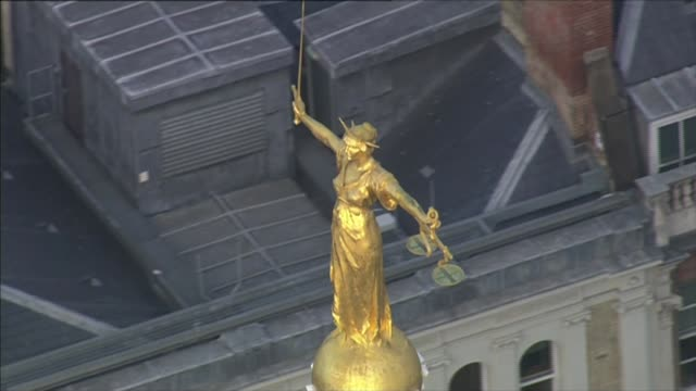 scotland yard examining upcoming rape trials after collapse of two recent prosecutions date unknown statue of justice atop the old bailey - old bailey stock-videos und b-roll-filmmaterial