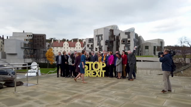 scotland's first minister and snp leader nicola sturgeon poses for photographs with the scottish parliament in the background after launching the... - holyrood bildbanksvideor och videomaterial från bakom kulisserna