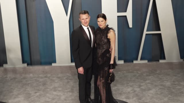 scott campbell and lake bell at vanity fair oscar party at wallis annenberg center for the performing arts on february 09, 2020 in beverly hills,... - vanity fair oscar party stock videos & royalty-free footage