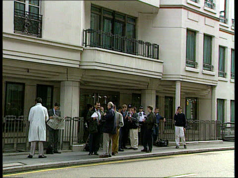 paul henderson evidence; cms dunn i/c sot lms pressmen outside inquiry cms michael meacher mp interview sot -henderson had to come here to rescue his... - paul henderson stock videos & royalty-free footage