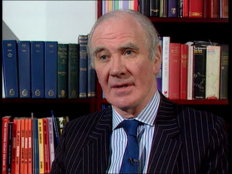 sir nicholas lyell under pressure to resign menzies campbell mp interview sot issue is what is relationship between government chief legal adviser... - sir menzies campbell bildbanksvideor och videomaterial från bakom kulisserna