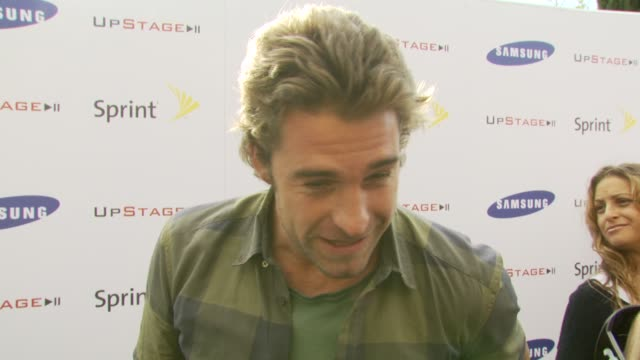 Scott Speedman on not knowing what he'd come out to on not being a big cell phone guy what he likes about Gnarls Barkley at the Samsung and Sprint...