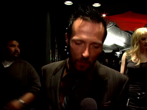 vidéos et rushes de scott weiland on working with donovon leitch on never having seen donovon leitch play hedwig on being asked to create a new rock opera for a film at... - rock moderne