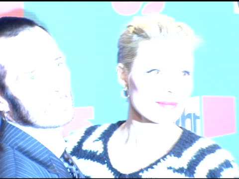 scott weiland with wife mary at the vh1 big in '05 at sony studios in los angeles, california on december 3, 2005. - vh1ビッグインアワード点の映像素材/bロール