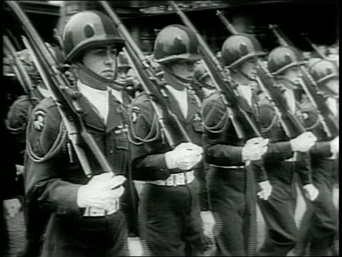 scottish and irish regiments march in london's world war ii victory parade wearing kilts and playing bagpipes / drum core marching and drumming /... - 1946年点の映像素材/bロール