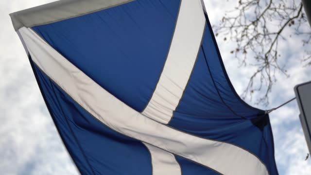 scottish flag - edinburgh scotland stock videos & royalty-free footage