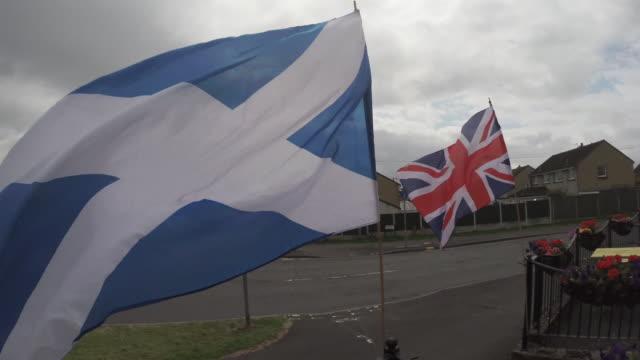 stockvideo's en b-roll-footage met scottish flag waving in the wind next to a british flag - alle vlaggen van europa