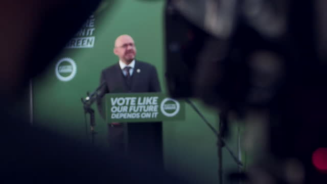 """scottish greens co-leader patrick harvie speaking at a campaign rally in glasgow - """"bbc news"""" stock-videos und b-roll-filmmaterial"""