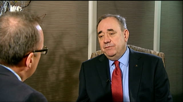 vídeos de stock e filmes b-roll de alex salmond comments on an independent scotland keeping the pound alex salmond msp interview sot scotland's reaction to diktats on sterling are not... - european union coin