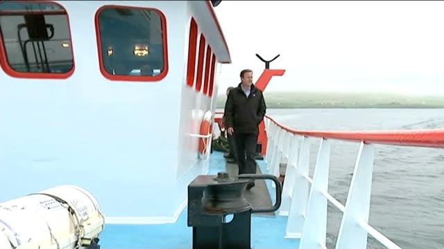 vidéos et rushes de scottish independence: david cameron visit shetland islands; scotland: shetland islands: ext various shots of david cameron mp photocall with... - équipe de voile