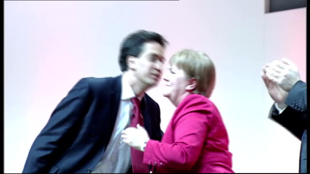 scottish independence: nick clegg and ed miliband speeches; dundee: ed miliband mp waving to audience and shaking hands with delegates on stage at... - スコットランド ダンディー点の映像素材/bロール