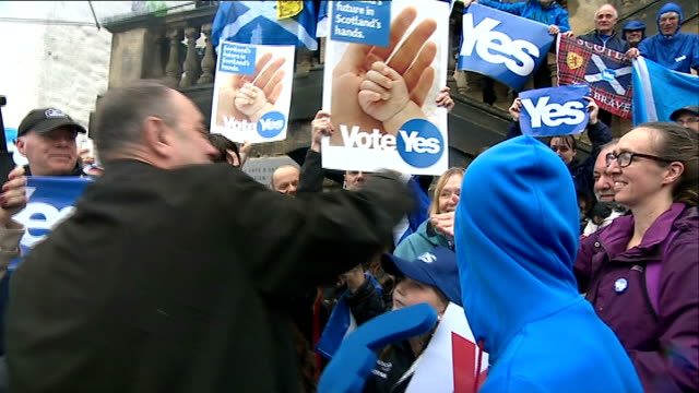 alex salmond visits linlithgow scotland west lothian linlithgow ext general views of 'yes' supporters holding signs and balloons and cheering sot /... - linlithgow stock videos and b-roll footage