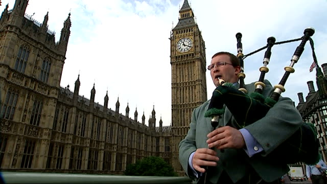 scottish independence referendum: discussion over increased devolution throughout the uk; england: london: ext scottish bagpiper playing bagpipes -... - bagpipes stock videos & royalty-free footage