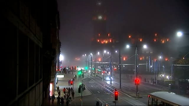 general views edinburgh at night scotland edinburgh scott monument on misty night with buses and pedestrians on royal mile in foreground - royal mile stock videos and b-roll footage