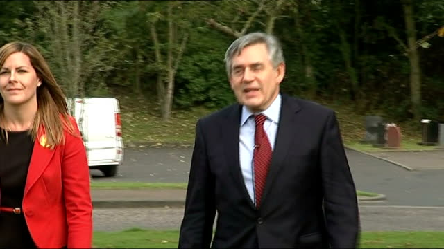 gordon brown in glenrothes scotland glenrothes ext gordon brown mp along with aide to group of 'no' supporters gordon brown mp statement to press sot... - gordon brown stock videos & royalty-free footage