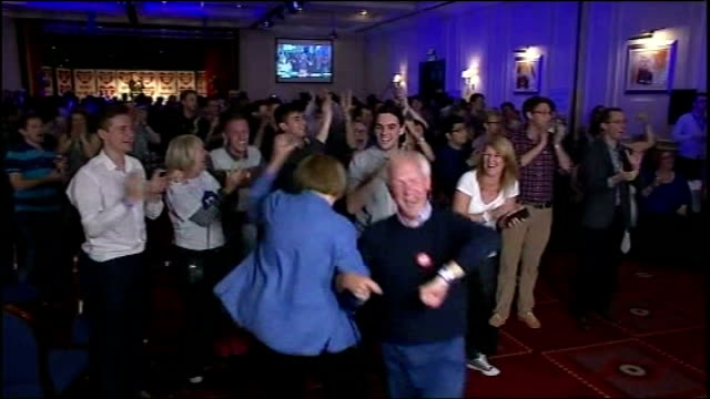 no campaign wins / alex salmond resigns scotland int scottish independence referendum no supporters dancing as they celebrate victory no supporters... - 2014 scottish independence referendum stock videos & royalty-free footage