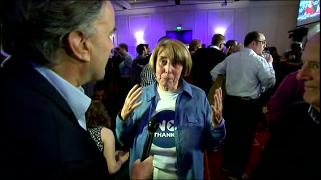 no campaign wins / alex salmond resigns glasgow marriott hotel no campaign supporters celebrating results empty glasses on rocking table man... - dondolarsi video stock e b–roll