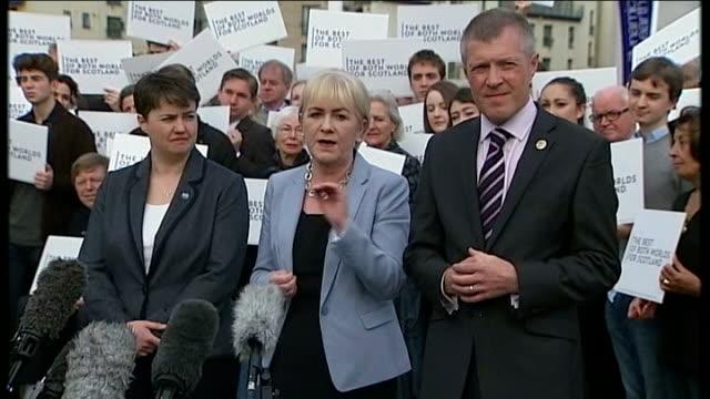 vídeos de stock e filmes b-roll de scottish independence referendum: party leaders head to scotland; scotland: edinburgh: reporter to camera johann lamont speaking to press sot -... - cargo governamental