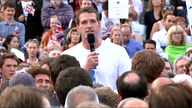 scottish independence referendum: rally in trafalgar square; wide shot dan snow addressing crowd sot / wide shot al murray addressing crowd sot /... - al murray stock videos & royalty-free footage