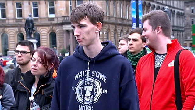 reconciliation after the vote result scotland glasgow ext various of men arguing about the result of the scottish independence referendum as crowd... - übersichtsreport stock-videos und b-roll-filmmaterial