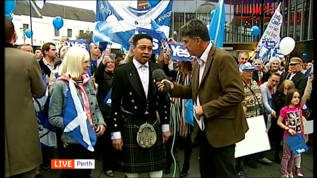 'Yes' campaign in Perth SCOTLAND Perth EXT Michael Meme on why he is a 'Yes' voter SOT / Ray Blackley on why she supports the 'Yes# campaign SOT
