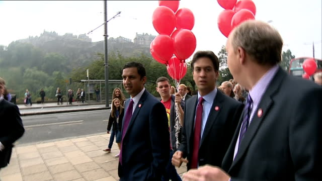 Miliband campaigns SCOTLAND Edinburgh EXT Ed Miliband MP cheered as arriving to campaign for a No vote in the Scottish Independence Referendum /...
