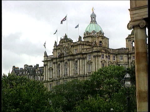 scottish parliament; itn scotland: ext building with flags flying - politik und regierung stock-videos und b-roll-filmmaterial
