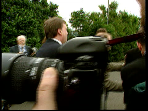 scottish parliament; itn scotland: falkirk: deputy pm john prescott mp campaigning and speaking to press - sure we will win referendum - ブランド名点の映像素材/bロール
